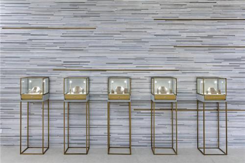 来自海洋和高山的灵感——Caprice珠宝店装修设计